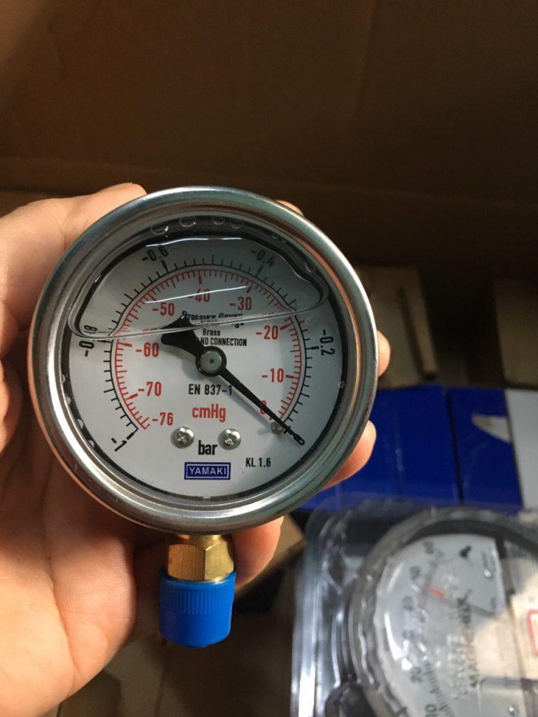Đồng hồ đo áp suất chân không -1-0 bar (-76cmHg - 0)