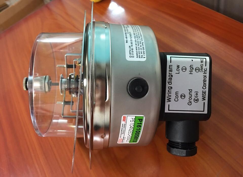 Đồng hồ áp suất 3 kim có tiếp điểm điện Wise Hàn quốc 0-25 bar, chân sau có vành