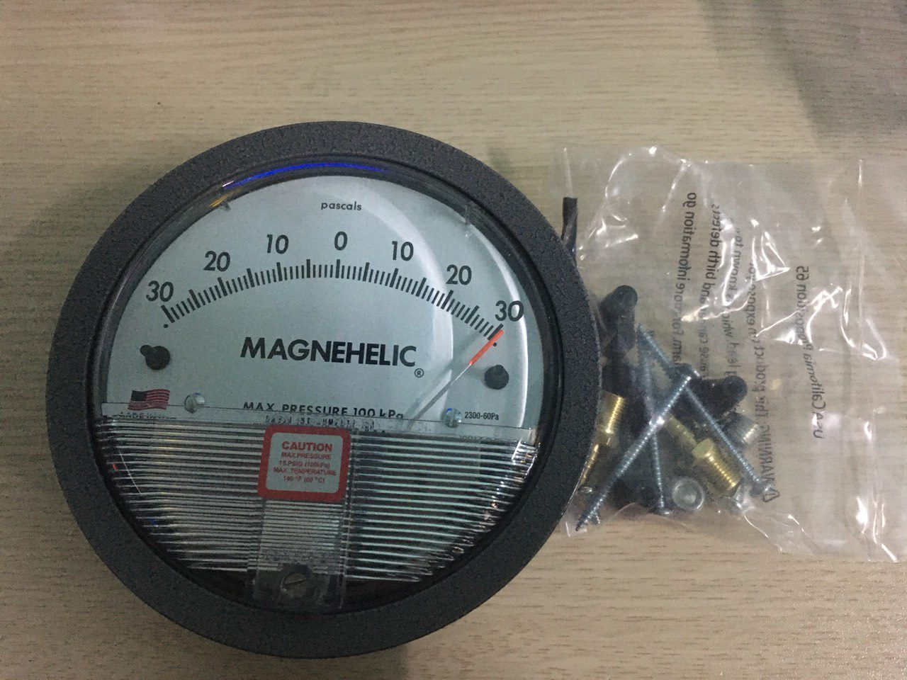 Đồng hồ đo chênh áp Dwyer -30-0-30Pa