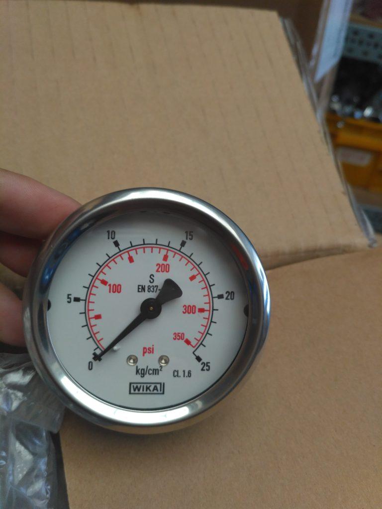 Đồng hồ áp suất WIKA 0-25 chân sau đồng tâm