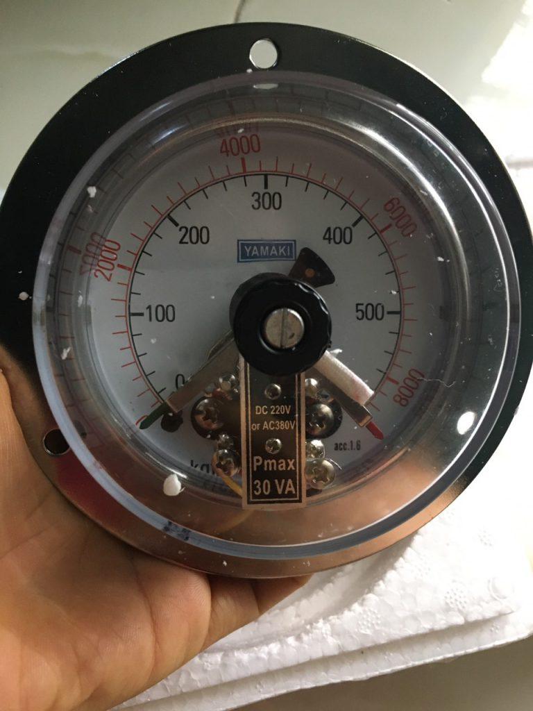 Đồng hồ áp suất 3 kim chân sau mặt 100 600kg