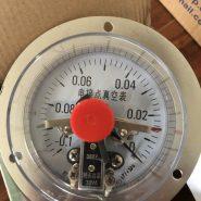 Đồng hồ áp suất 3 kim đo hút chân không kết nối chân sau có vành